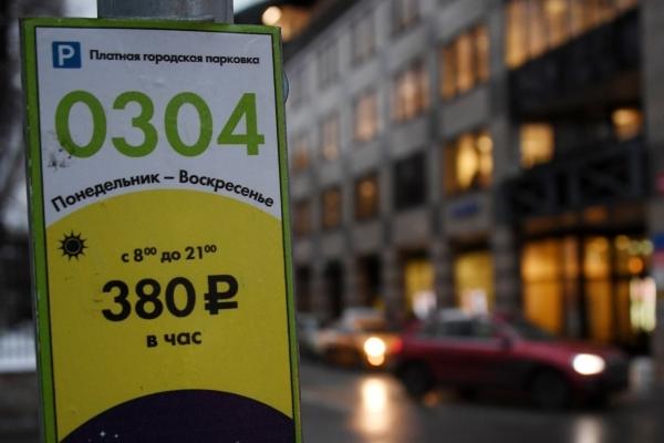 Минстрой сообщил о проблемах с созданием платных парковок в регионах