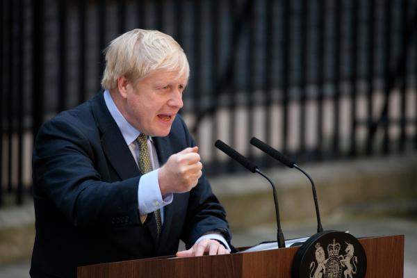 Премьер Великобритании объявил о смягчении ограничений из-за коронавируса