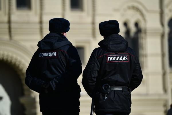 Злоумышленники в масках украли из магазина в Москве украшения на 1,5 миллиона рублей