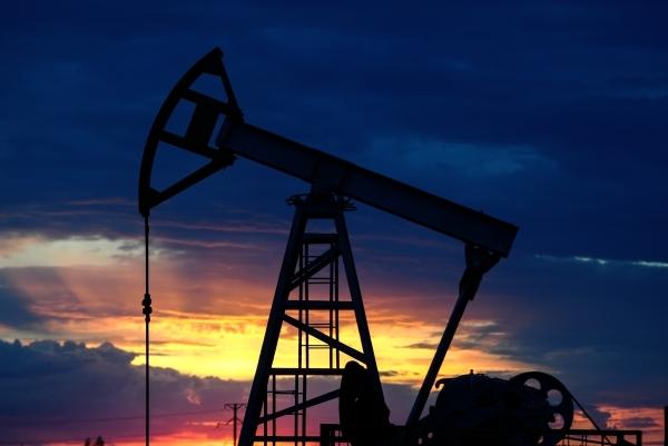 Страны ОПЕК+ договорились о восстановлении добычи нефти с мая