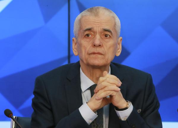 Онищенко призвал точечно отменять маски «уже сейчас»