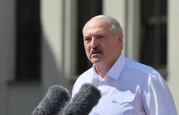 Лукашенко заявил, что пока не планирует делать прививку от коронавируса