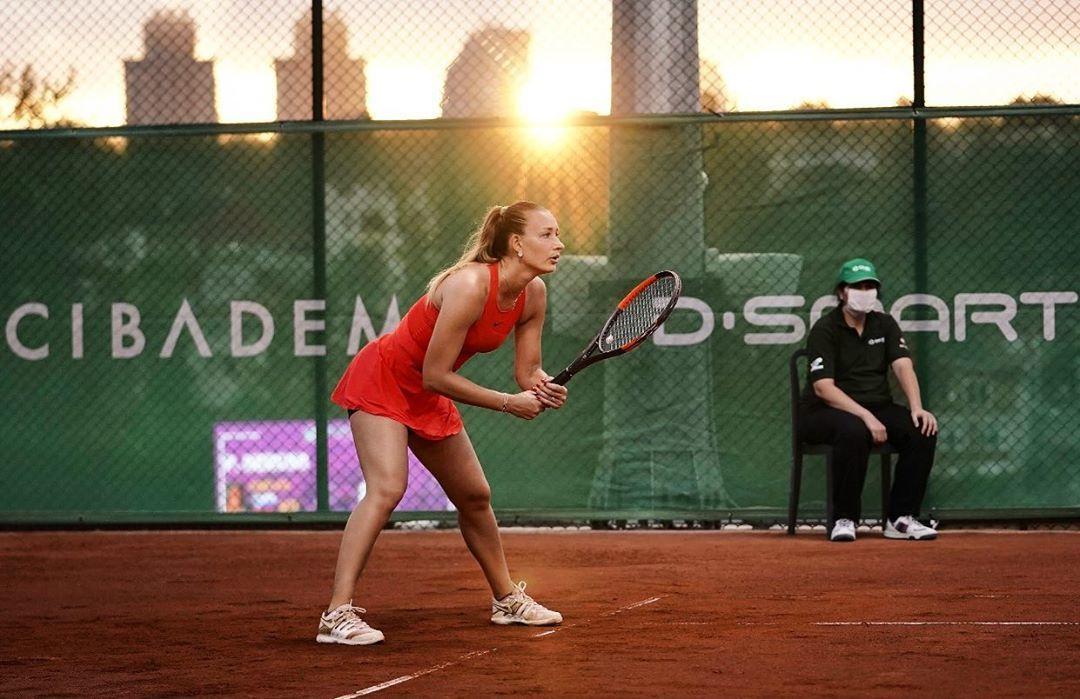 Теннисистка Сизикова может покинуть Францию