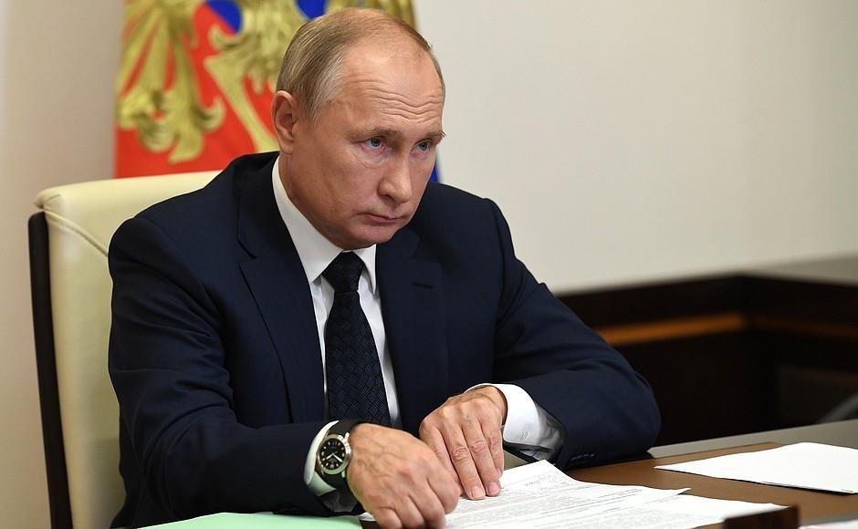 Путин сделал прививку от COVID