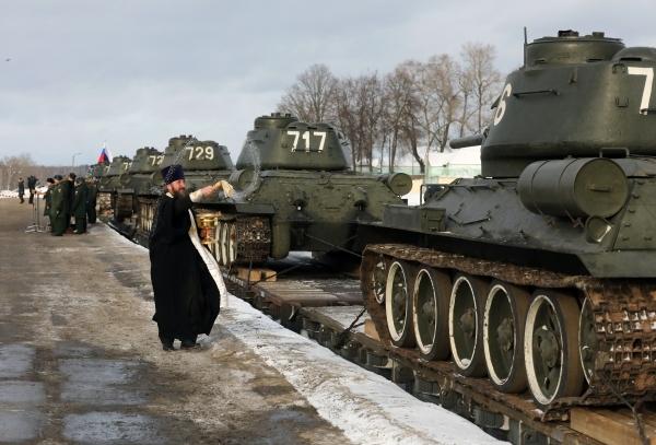 РПЦ предложила отказаться от освящения оружия