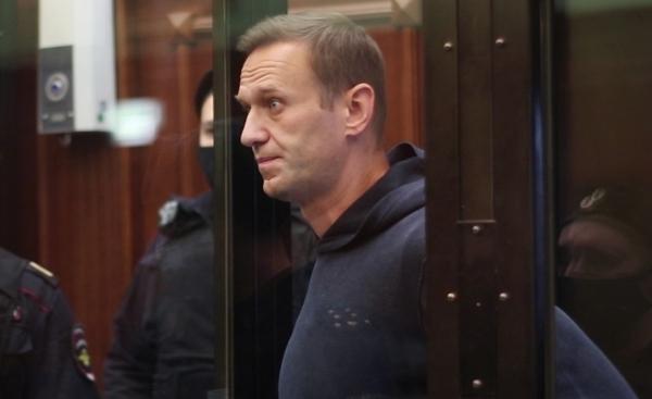 Адвокаты Навального опровергли его перевод из колонии