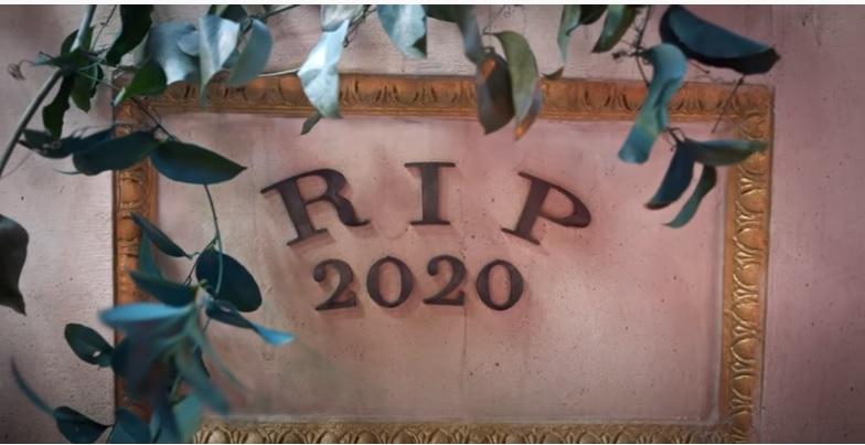 Американская рэперша станцевала на могиле 2020 года