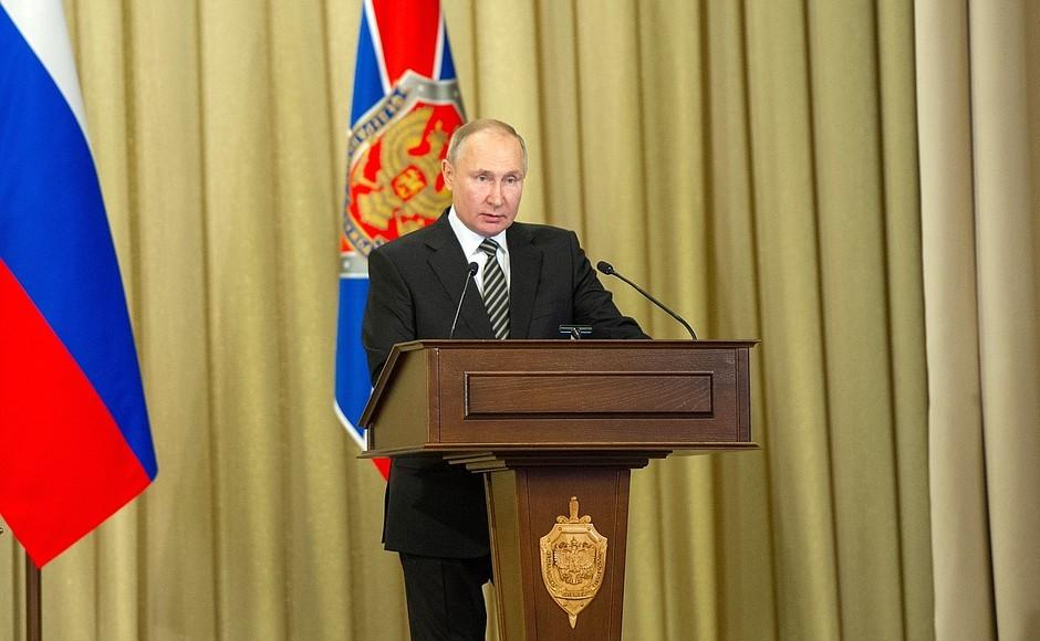 Путин уволил со службы замглавы МЧС РФ