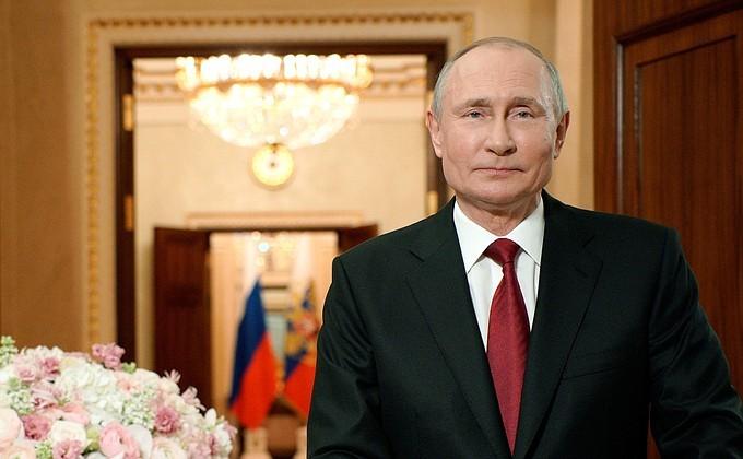 Путин разрешил большему числу многодетных брать отпуск в удобное время