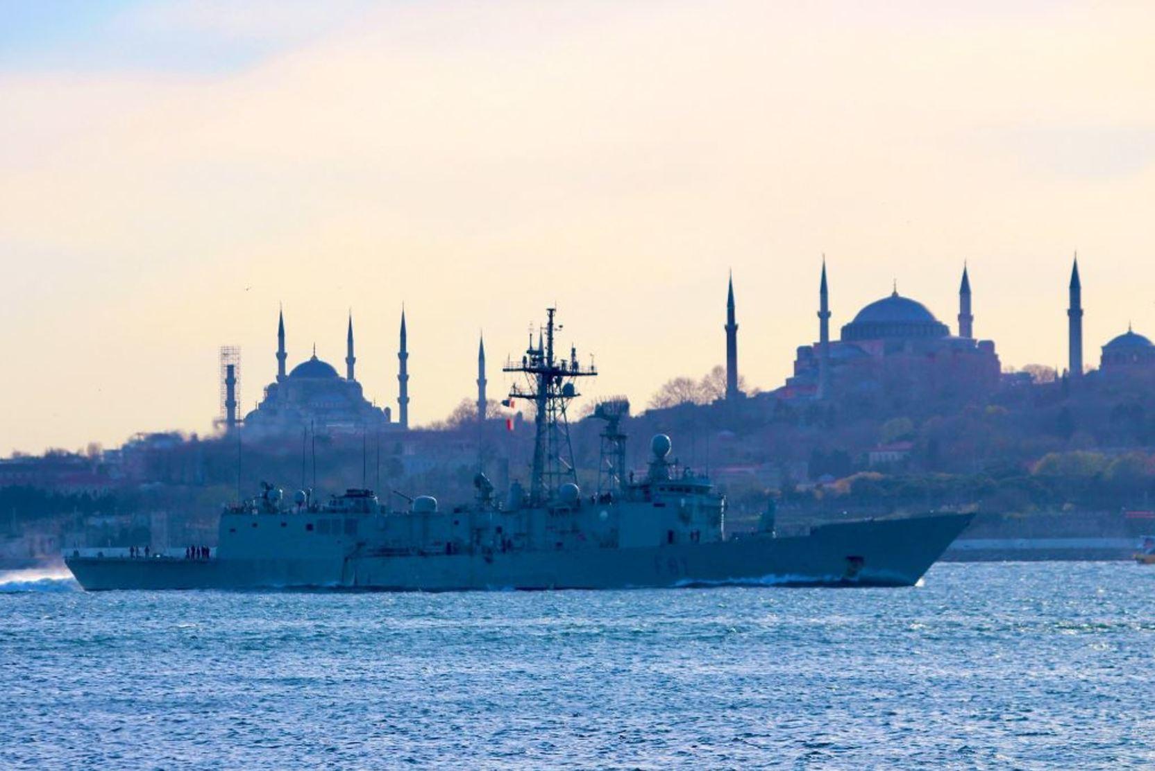 СМИ: Движение по проливу Босфор остановлено из-за аварии танкера