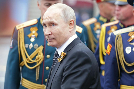 Владимир Путин поздравил россиян с Днем защитника Отечества