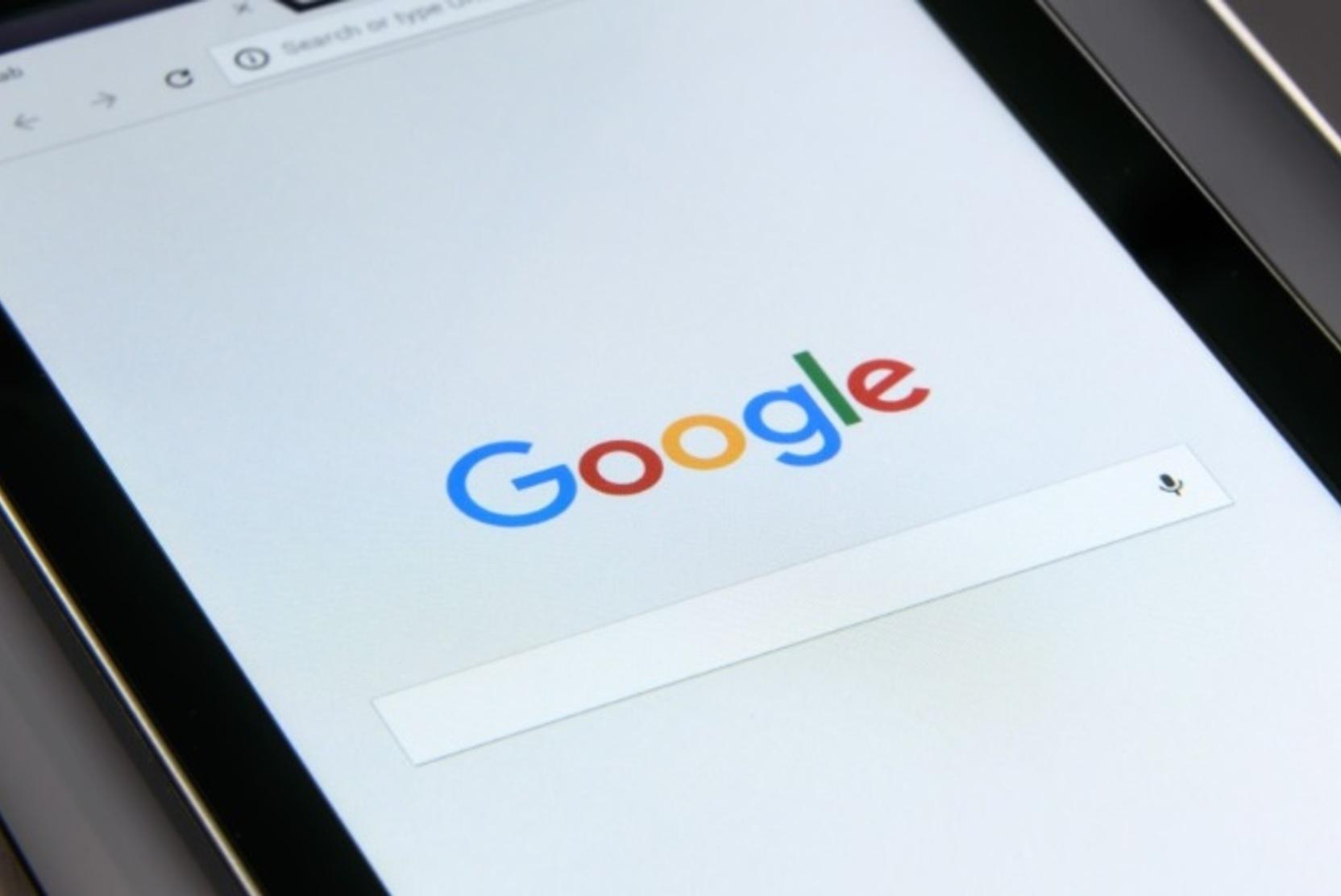Роскомнадзор обратился к Google с требованием разблокировать приложение «Улица Героев»
