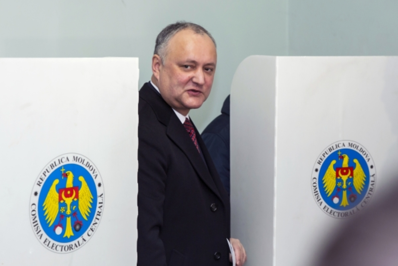 Додон намерен обсудить с Санду досрочные выборы в парламент Молдавии