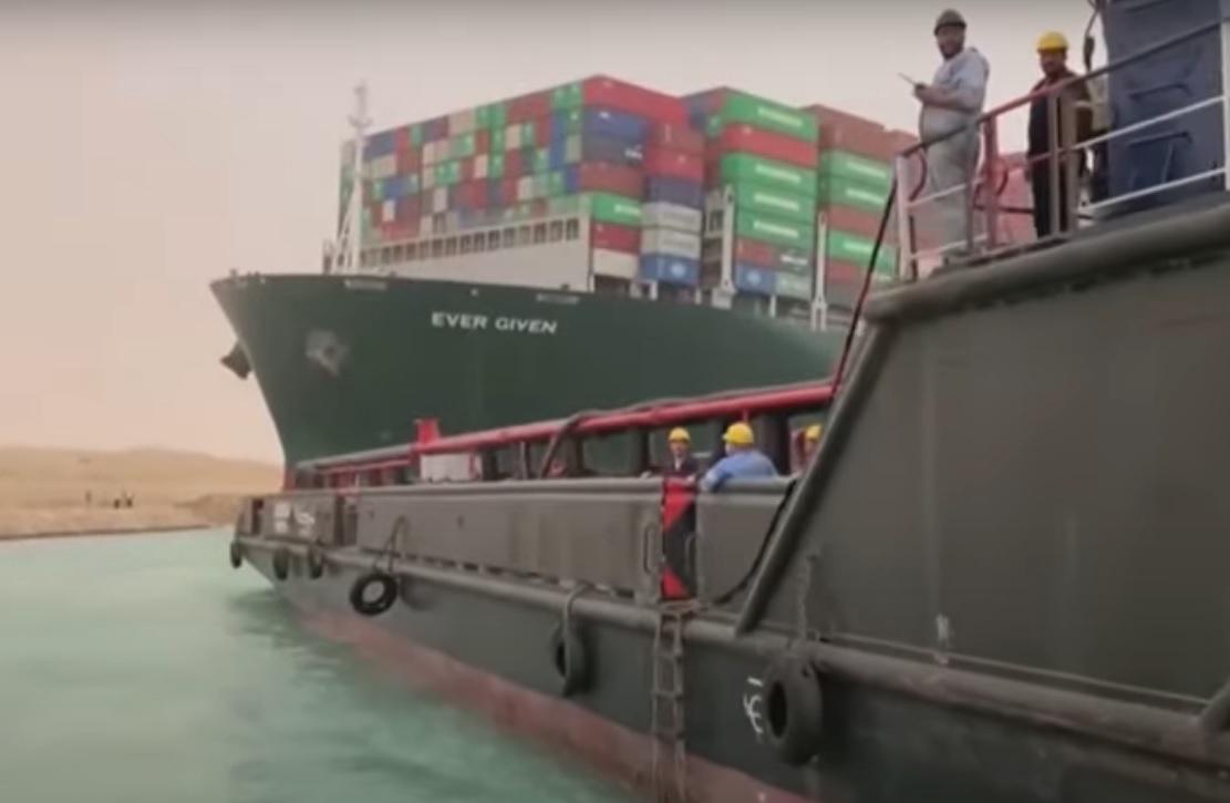 Рогозин показал спутниковый снимок судна, перегородившего Суэцкий канал