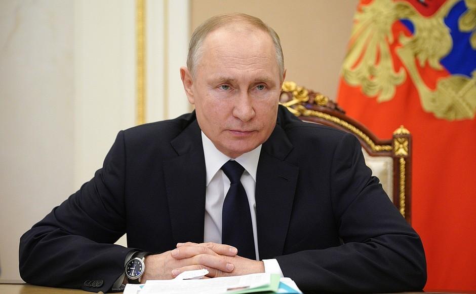 Путин в связи с Евро-2020 поручил усилить меры безопасности в Петербурге и области
