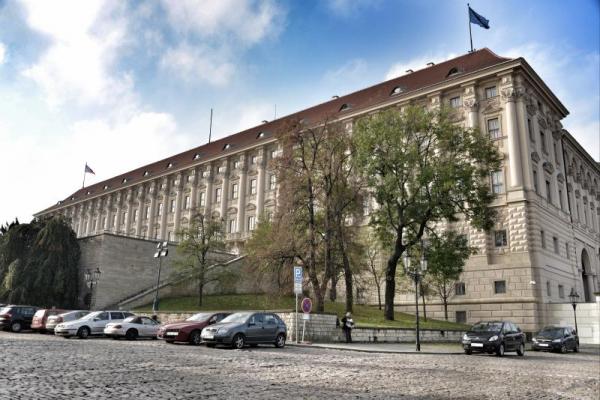 В Чехии опровергли сообщения о хранении запрещенного оружия на складах во Врбетице