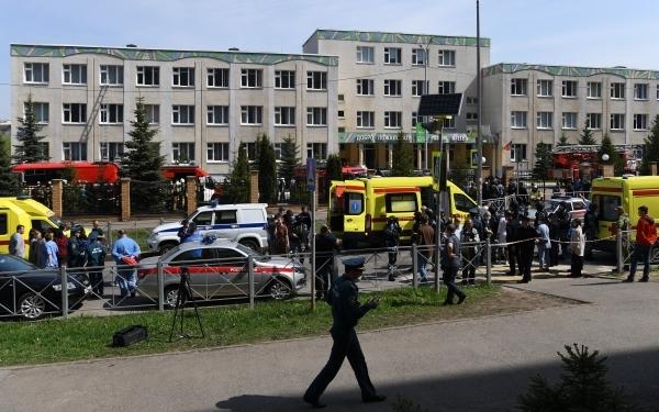 СК наградил учеников подвергшейся нападению казанской школы