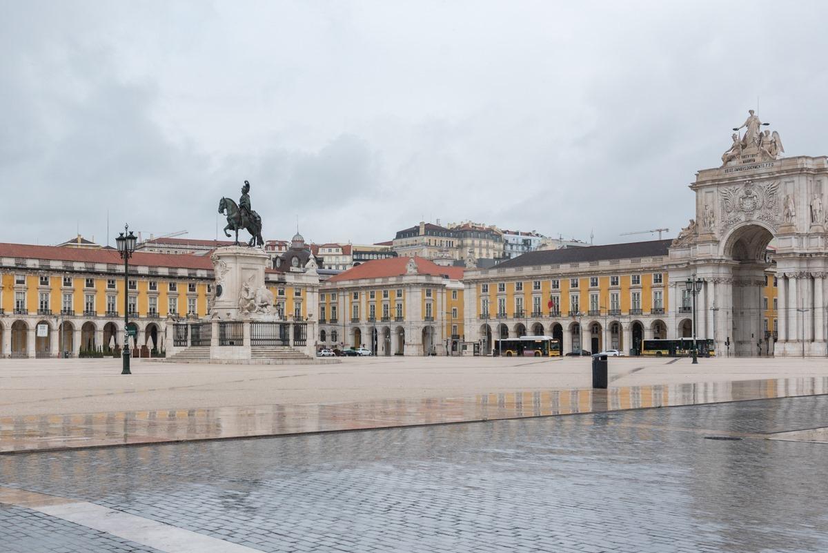 Лиссабон закроют на выходные на карантин из-за COVID-19