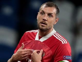 Дзюба и еще два футболиста России досрочно покинули тренировку