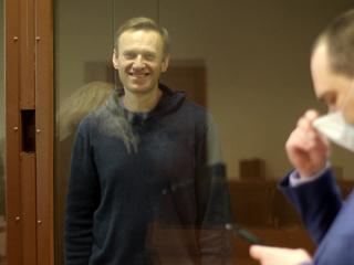 Навальный рассказал о тонкостях тюремной голодовки и пытке курицей