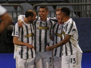 'Ювентус' переиграл на выезде 'Кальяри' благодаря хет-трику Роналду