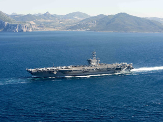 Американский атомный авианосец вошел в Красное море