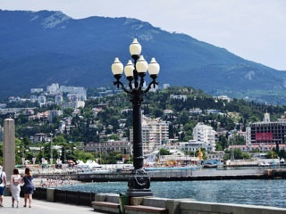 Поток туристов в Крым растет на 10-15% ежемесячно