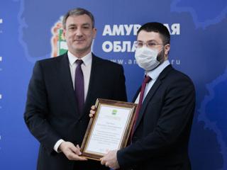 Губернатор Амурской области наградил пожарных и медиков благовещенского кардиоцентра
