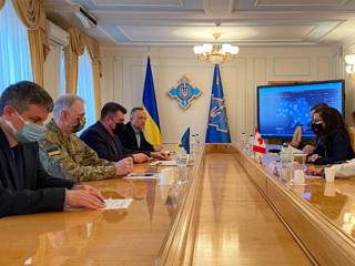 Украина считает, что 'Запад' ей угрожает