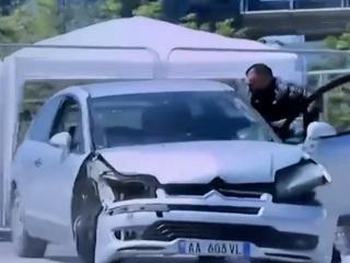 Албанский водитель устроил погром на главной площади Тираны. Видео