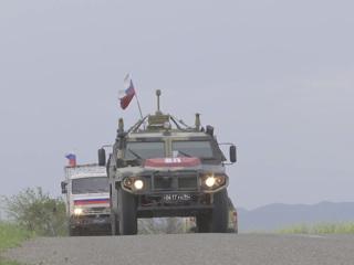 Автомобиль российских миротворцев подорвался на мине. Есть пострадавшие