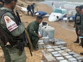 Силовики нашли на пляже разбившийся самолет с наркотиками