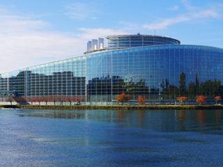 Европарламент предлагает отказаться от российского газа и отключить РФ от SWIFT