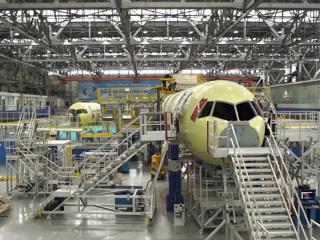 Мантуров: МС-21 с российским крылом поднимется в небо до конца года