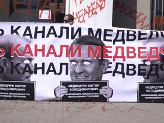 Уборка политконкурентов: на Медведчука надели электронный браслет