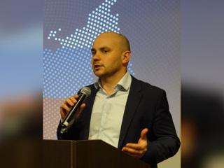 Бывшего директора 'Открытой России' сняли с самолета в Пулкове