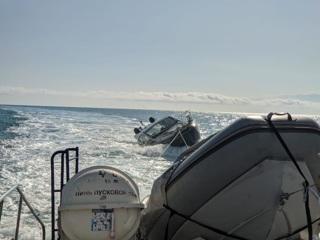 С тонущей яхты в Сочи спасли туристов