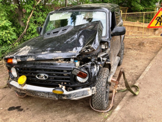 В Костроме 'Нива' едва не утонула в котловане, водитель в больнице