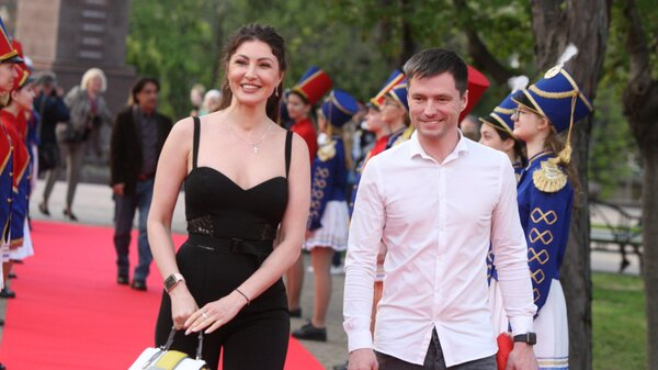 Макеева с женихом, Аверин в алом: звезды открыли кинофестиваль