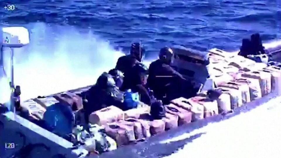 Испанская полиция задержала сто контрабандистов на скоростных катерах
