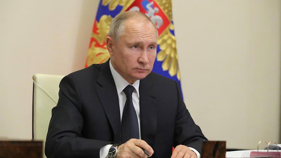Путин поздравил семьи, награжденные орденом 'Родительская слава'