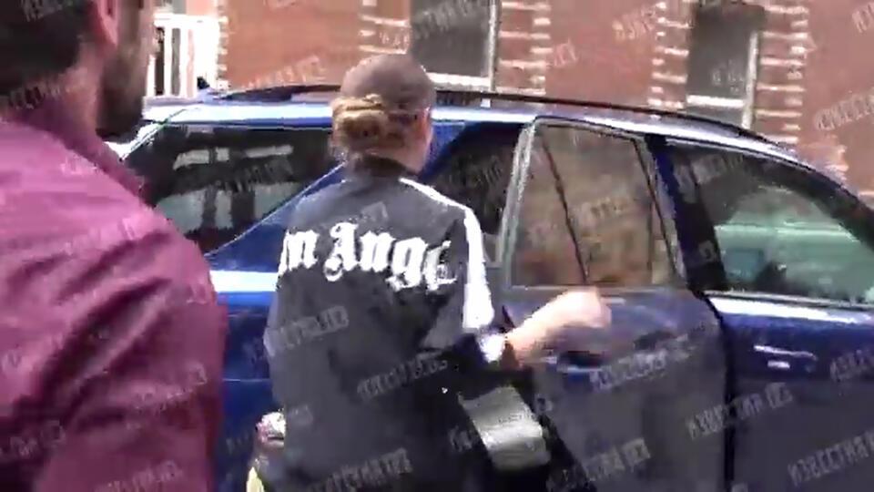 Бузова сбежала от журналистов после репетиции в МХАТе