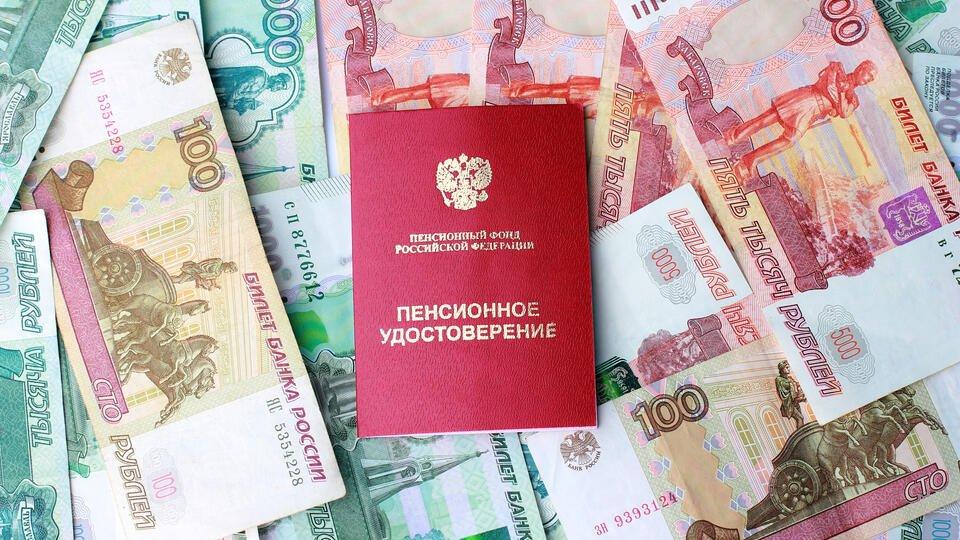 Новый проект индексации пенсий работающим пенсионерам внесли в Госдуму