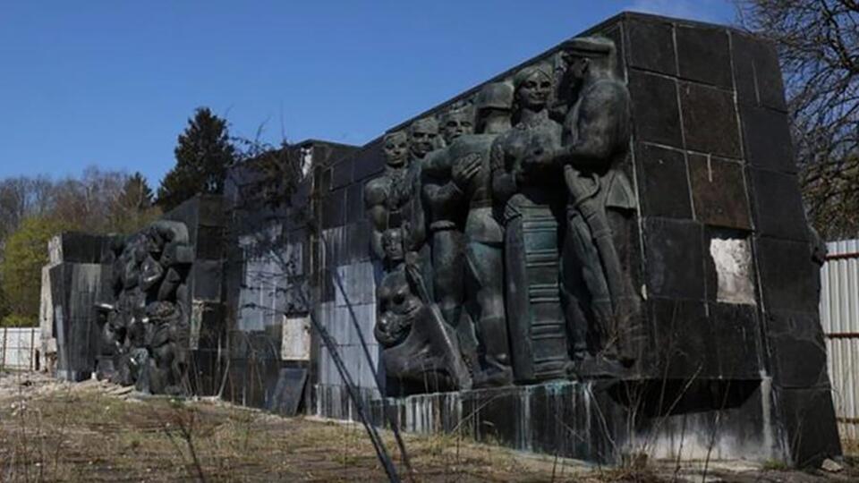 Монумент славы советской армии во Львове заменят на памятник украинцам