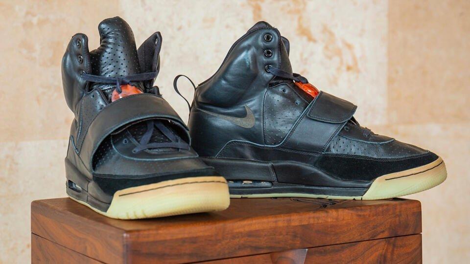Кроссовки Канье Уэста продали на аукционе за рекордные $1,8 млн