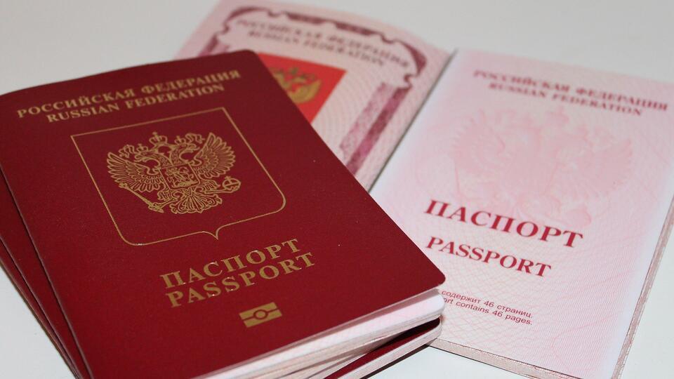 Власти разъяснили новые правила выдачи загранпаспортов РФ