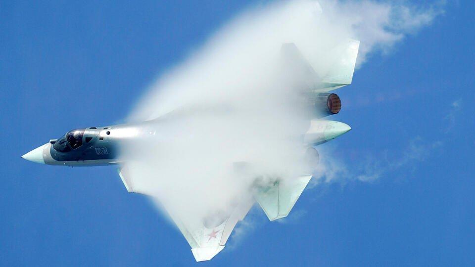 'Красивый убийца': Иностранцы оценили Су-57 на параде Победы