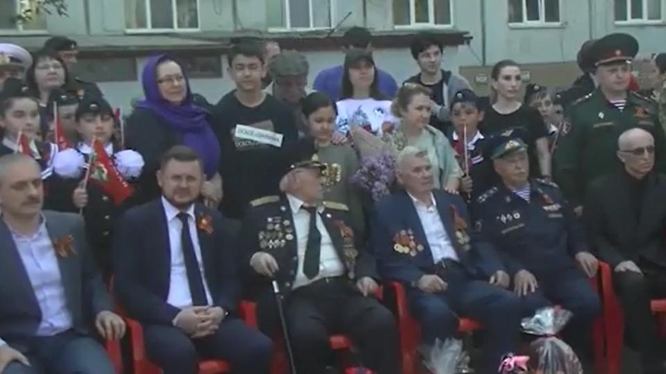 Парад у дома ветеранов прошел в Махачкале