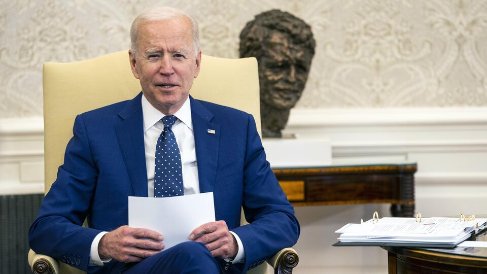 Опоздание и оговорки: как Байден выступил с речью, посвященной России