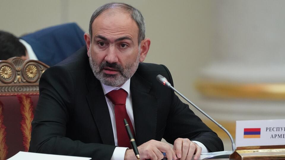 Житель Армении не пустил Пашиняна к могиле родственника